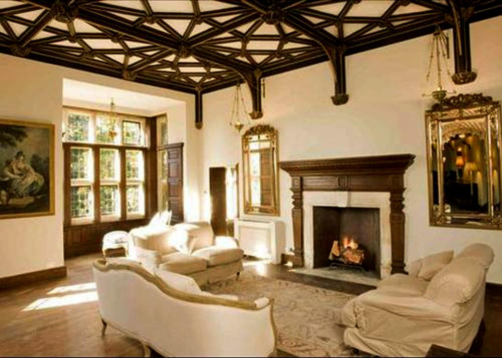Devizes castle on pinterest castles log fires and tvs for Castle interior designs