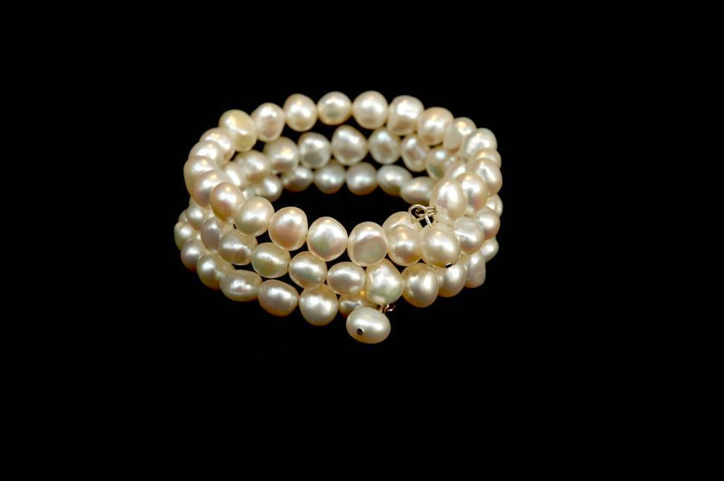 Pearl loop bangle
